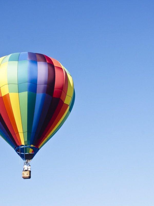 Balonismo sob o céu de Brotas