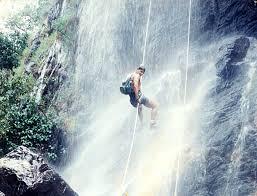 Canyoning é aventura vertical
